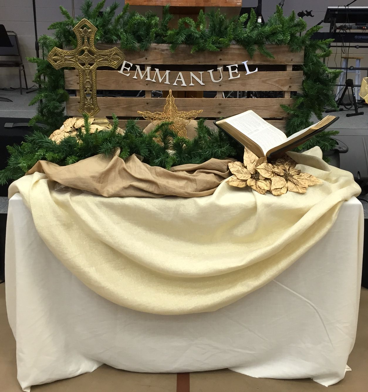 Church Altar Wedding Decorations: Advent/Christmas Altar Decoration
