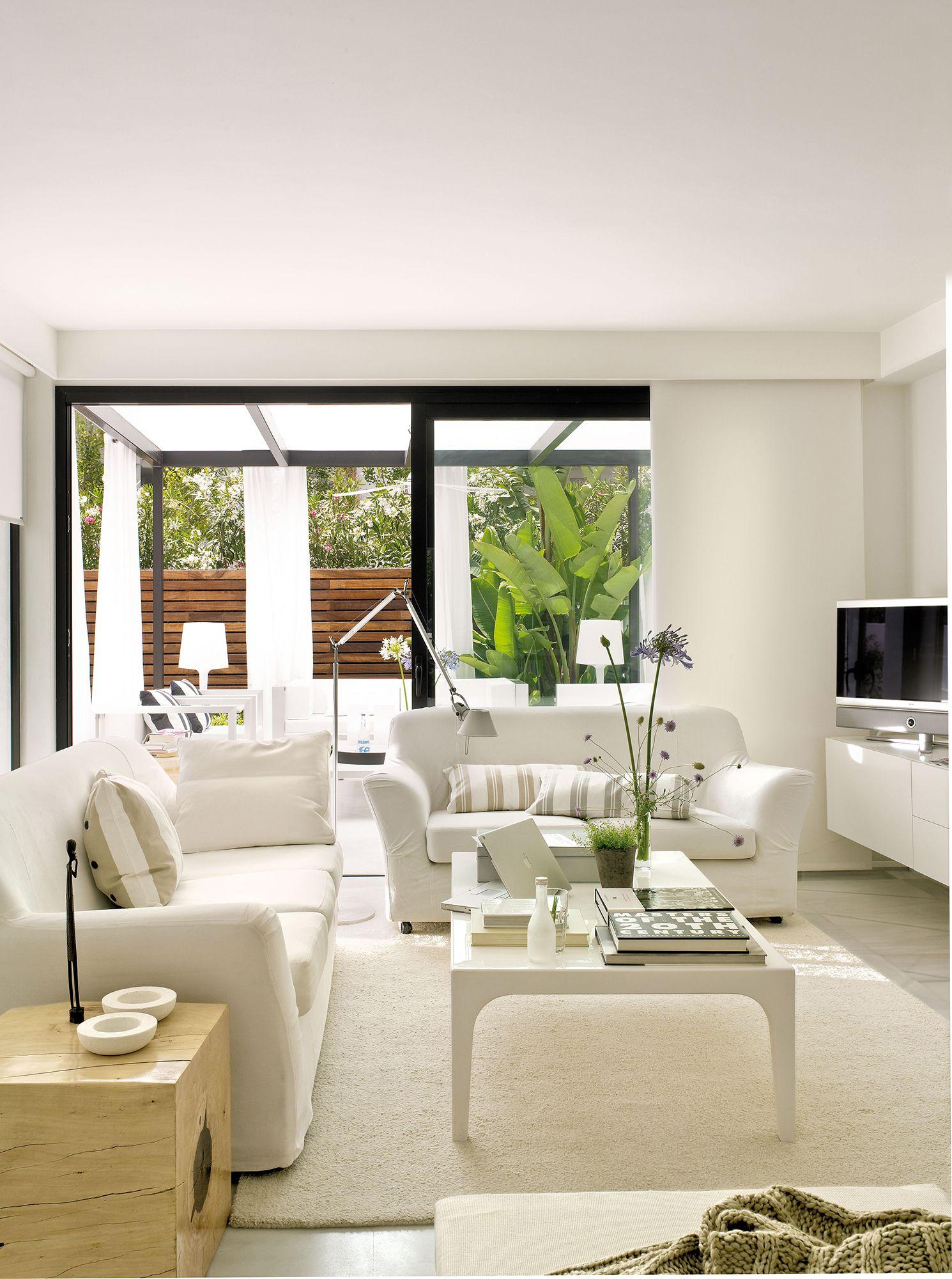 Sal N Blanco Con Dos Sof S En L Y Vistas A La Terraza Salones  # Mueble Tv Rinconero