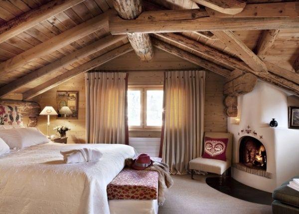 schlafzimmer möbel chalet stil holz eckkamin dachsparren ...