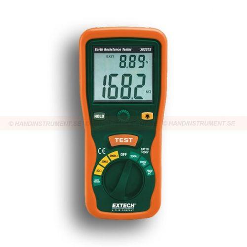 http://termometer.dk/elektrisk-testvarktoj-r12676/ground-modstand-testere-53-382252-r12682  Ground modstand testere  Stort dobbelt display med baggrundslys  Test Hold funktion for nem håndtering  Automatisk nulpunktsjustering  AC / DC spænding, modstand og kontinuitet  Automatisk nedlukning, grænseområder og lavt batteri indikation  Komplet med testledninger, 2 ekstra jordresistansstänger taske , beskyttende gummihylster og seks 1,5 V AA batterier Garanti: 2 År