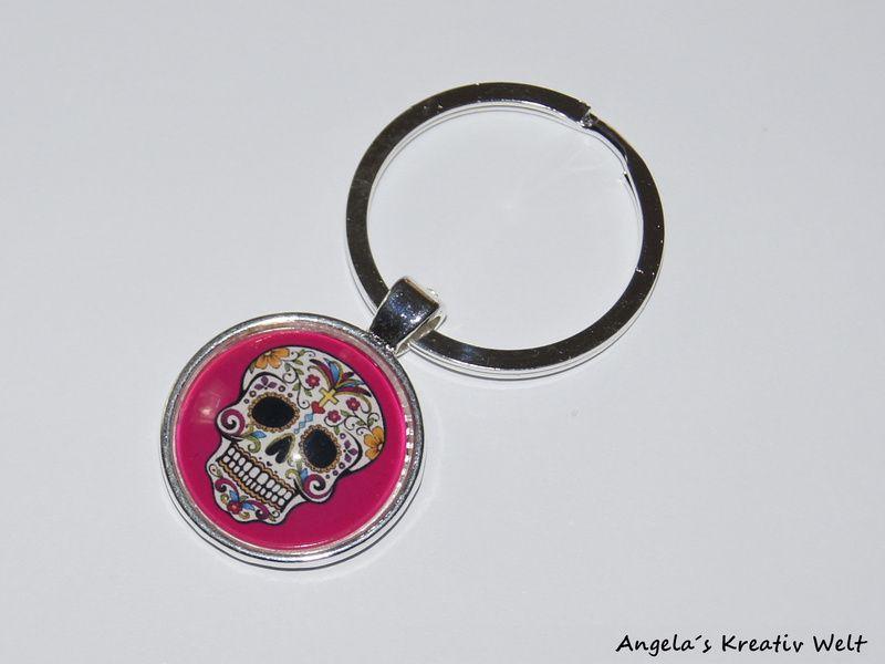 """Schlüsselanhänger+""""+Totenkopf+Pink""""+von+Angela`s+Kreativ+Welt+auf+DaWanda.com"""
