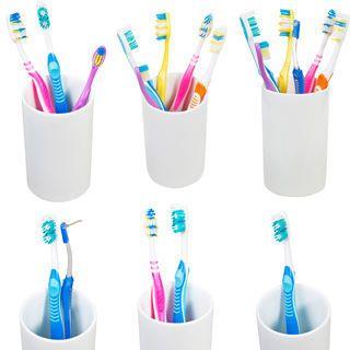 فرشاة الاسنان تعتبر فرشاة الاسنان من اكثر ادوات تنظيف الاسنان استخداما يجب استخدام فرشاة الاسنان على الاقل مرتين بالي Brushing Teeth Toothbrush Holder Holder