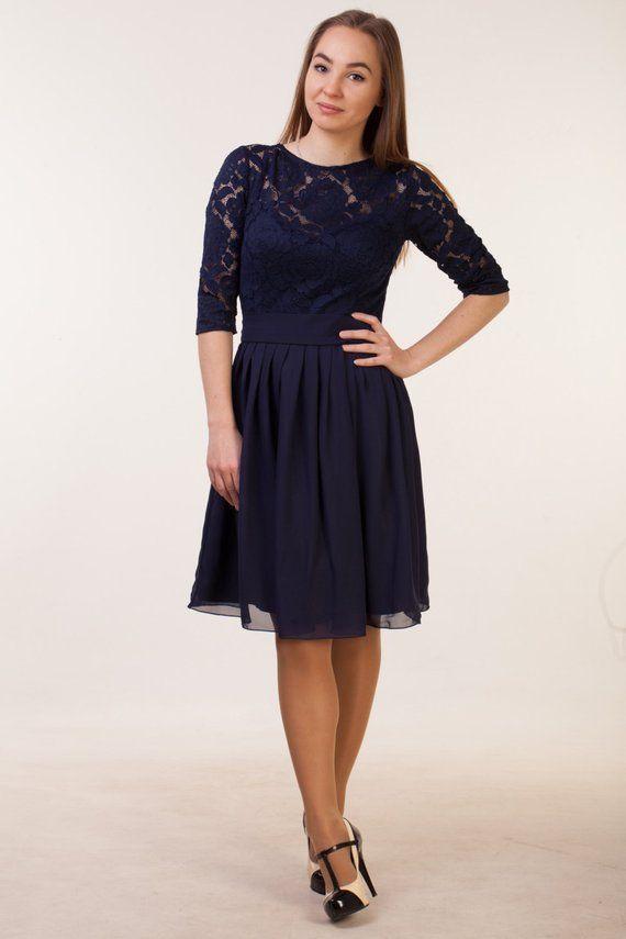 Robe courte bleu marine avec manches. Longueur de genou de marine demoiselle d'honneur. Femmes robe de cocktail dentelle #navyblueshortdress
