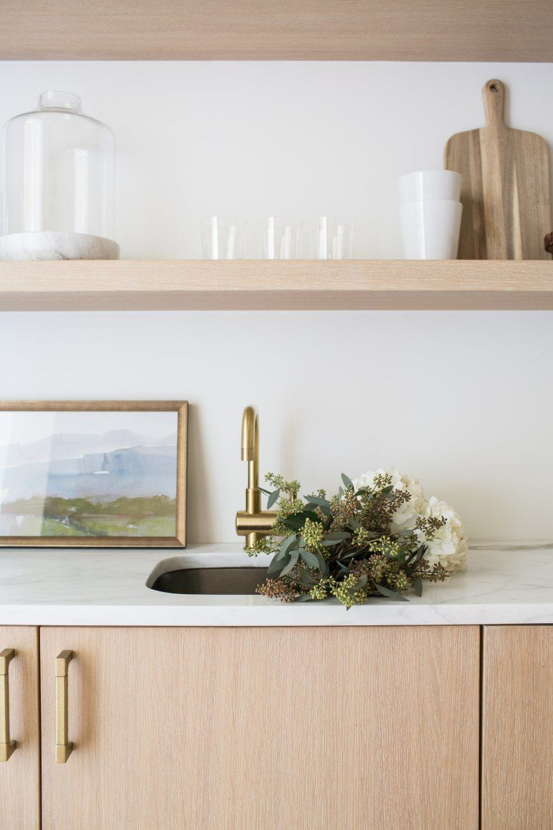 This Designer Isn't a Fan of Kitchen Cabinets - Here's Why  #kitchens #kitchendesign #kitchencabinets #kitchenrenovation #kitcheninspiration #interiordesign #design