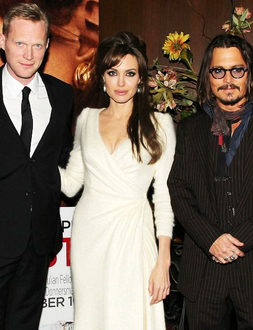 Paul Bettany Angelina Jolie And Johnny Depp At The Tourist Premiere Johnny Depp Johnny Depp Movies Celebrity Portraits