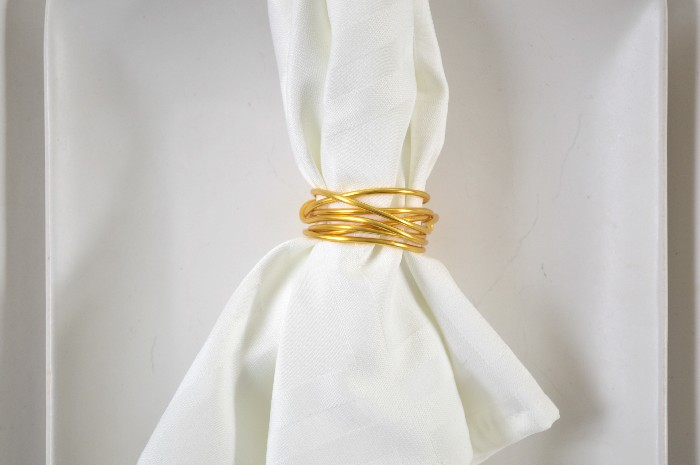 TWO MINUTE DOLLAR STORE WIRE NAPKIN RINGS Entertaining Mad in Crafts #napkinrings