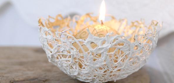 Een kaarsenhouder gemaakt van gips