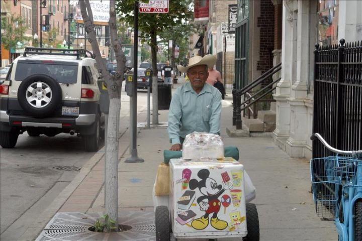 Chicago avanza en la legalización de los vendedores ambulantes latinos  http://www.elperiodicodeutah.com/2015/09/inmigracion/chicago-avanza-en-la-legalizacion-de-los-vendedores-ambulantes-latinos/