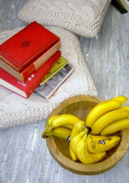 Adskillige biblioteker i hele landet har lagt gode bøger ud forskellige steder i byer, i parker, på bænke og caféer med en opfordring om at tage bogen med hjem, læse den og give den videre til en ny. Så vores opfordring er: Gå ud i verden og find dig en bog, læs den og giv den videre.   Teakskål: http:/houseofbk.com/Shop/ProductGroup/?shopid=827=890011http://houseofbk.com/Shop/ProductGroup/?shopid=827=890011