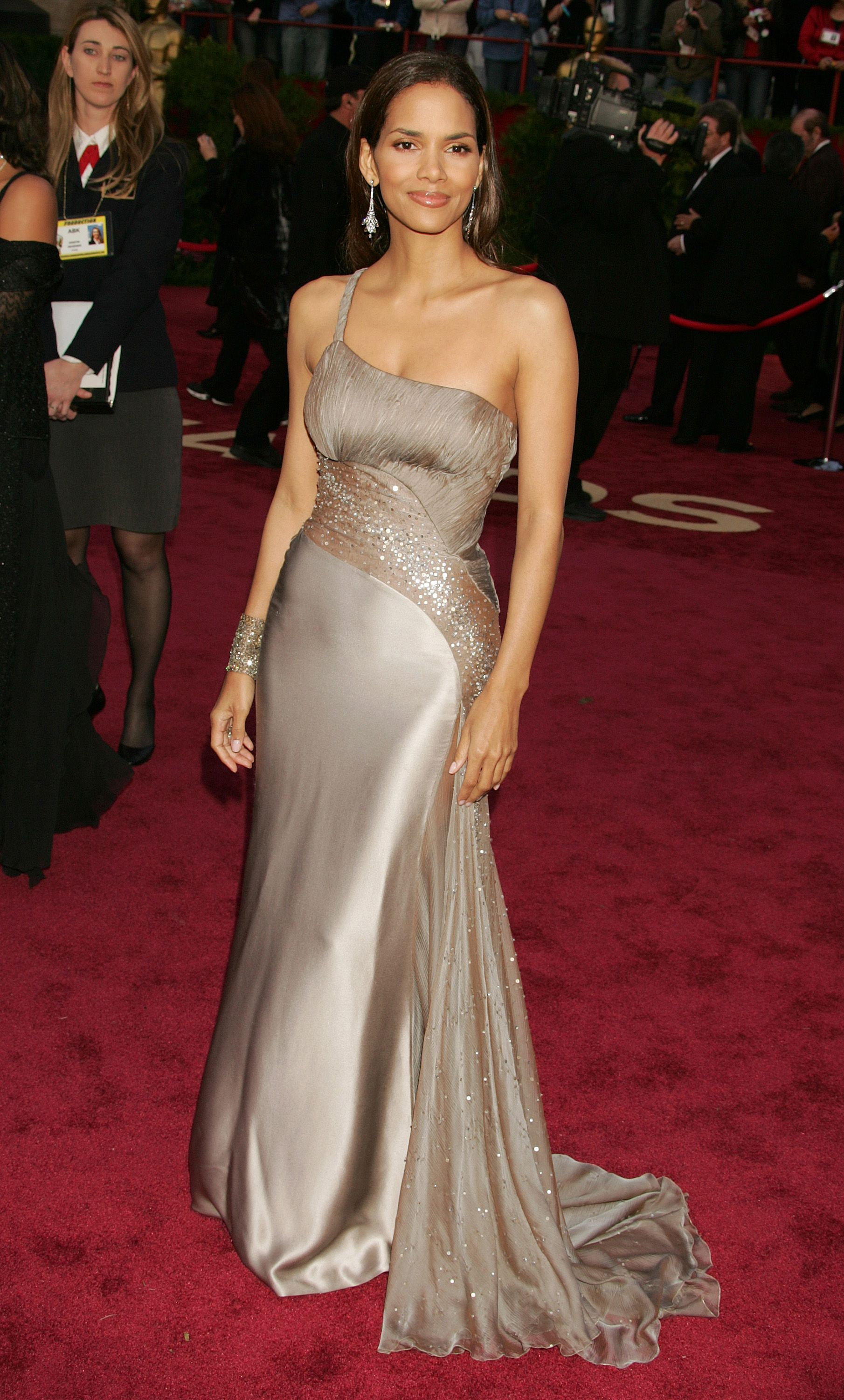 25 Stunning Oscar Dresses You Totally Forgot About | Celeb ...
