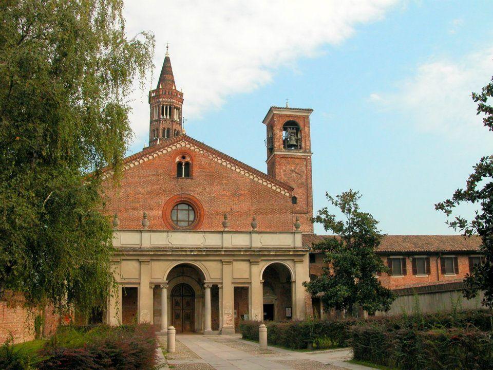 L'esterno dell'Abbazia di Chiaravalle a Milano.