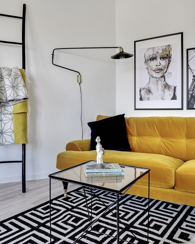 Pin Von Conscious Hamburg Auf Wohnen Lifestyle In 2020 Samt Sofa Gelbes Wohnzimmer Wohnzimmerdekoration