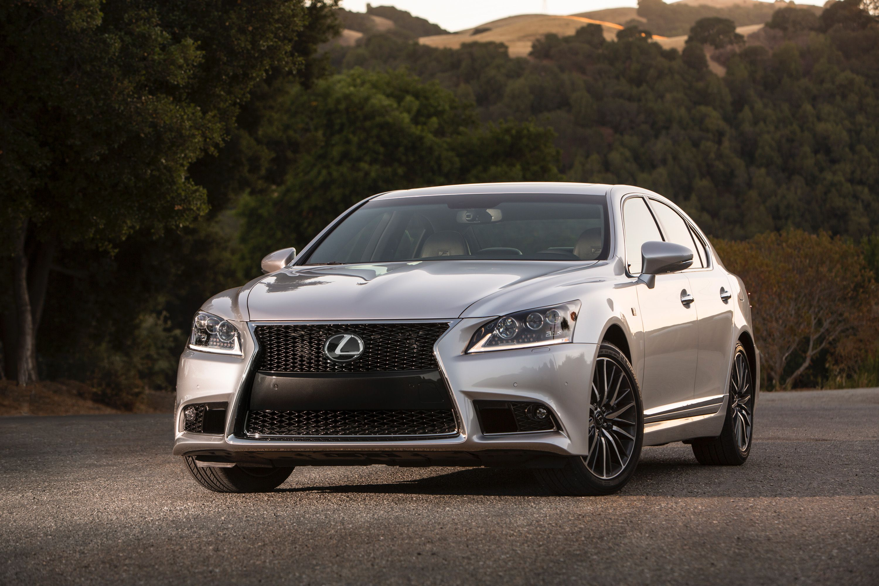 Lexus ls 460 f sport 2013 come with its dynamic handling daring new design and superior craftsmanship the 2013 ls flagship fashions hail the long run of