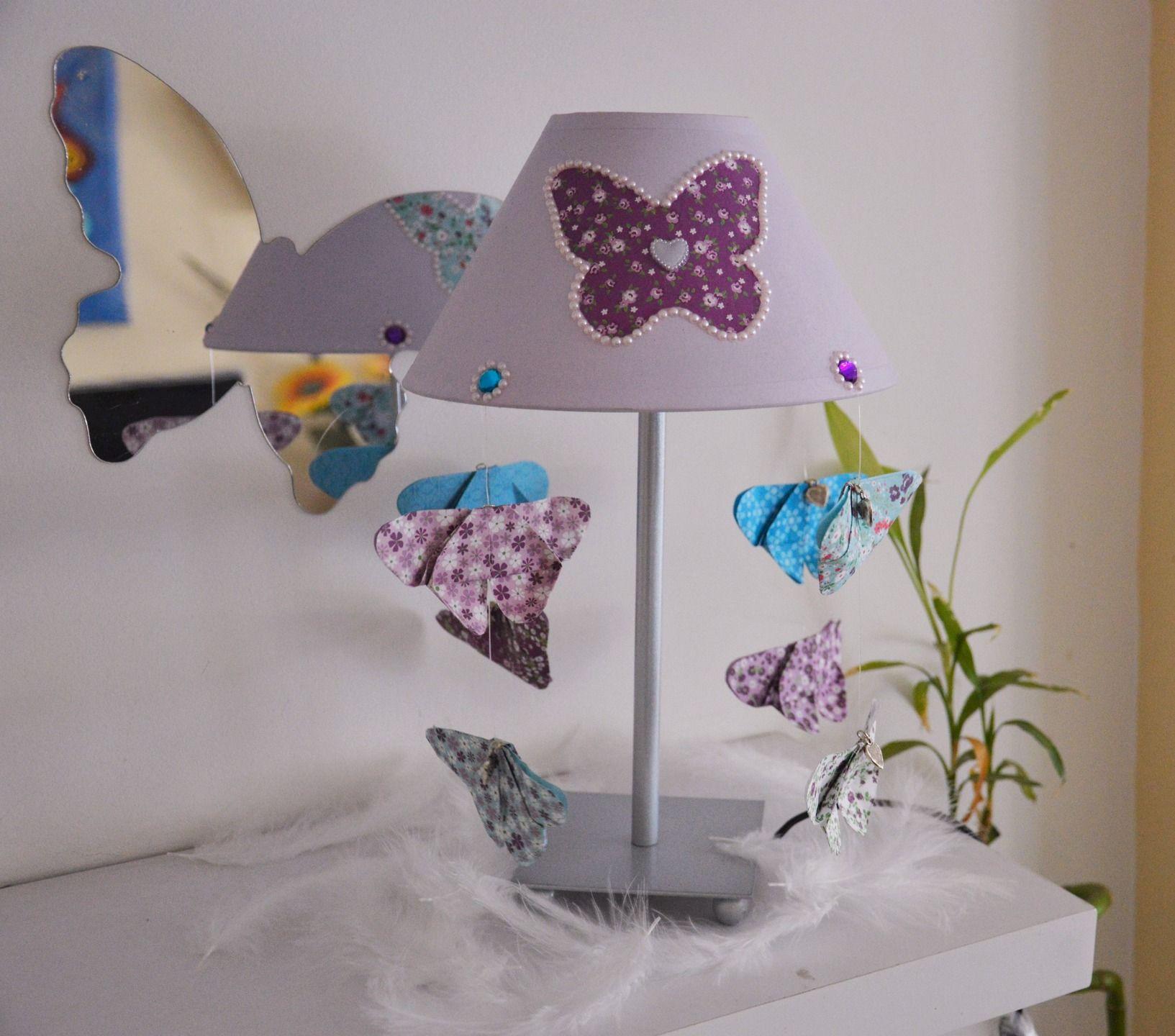 """Lampe de chevet violet """"cascade de papillon"""" pour enfant papillons"""