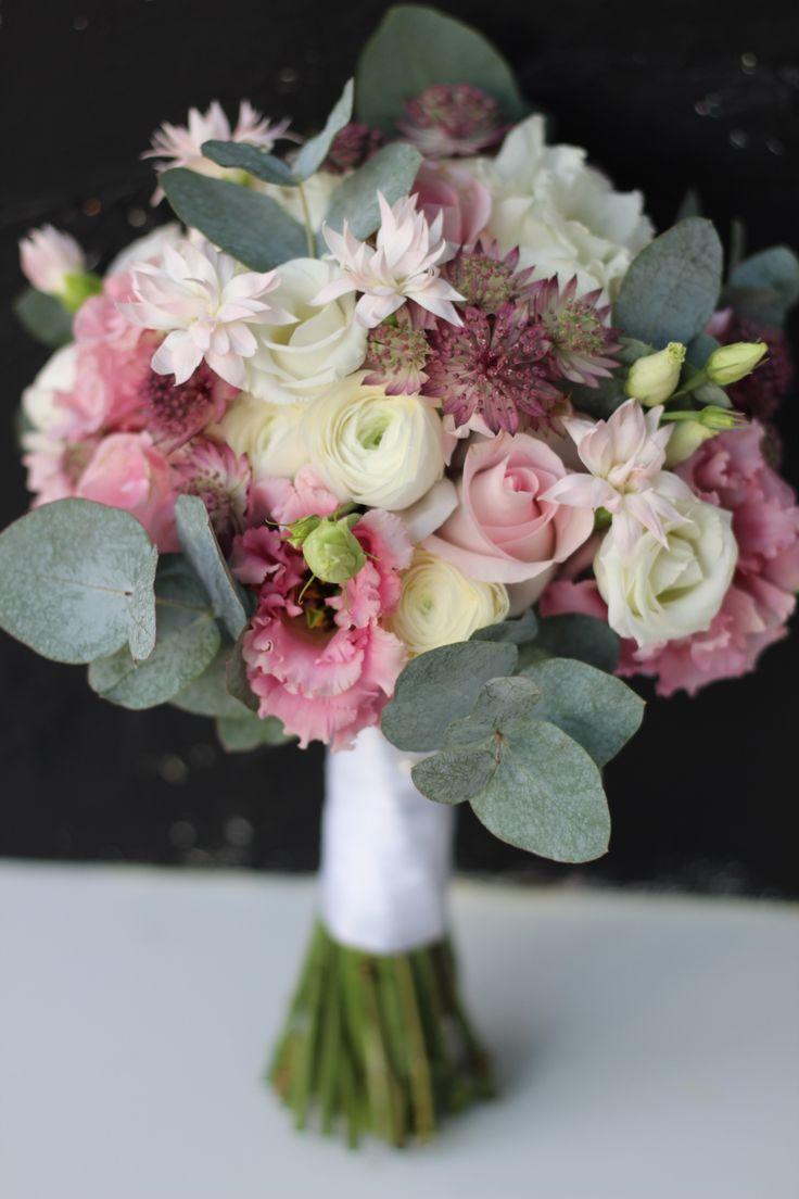 Brautstrauß Winterhochzeit in zartem Pastell #flowerbouquetwedding