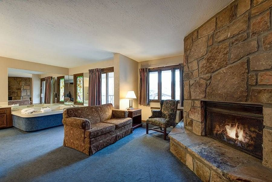 We Have Rooms With Fireplaces Gatlinburg Hotels Jacuzzi Room