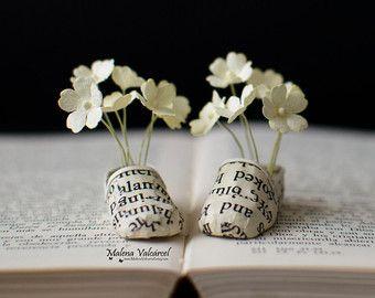 Miniature Paper Mannequin With Tiny Paper Flowers Paper Sculpture Paper Art Miniature Art Arte Della Carta Scultura Di Carta Libro Scultura