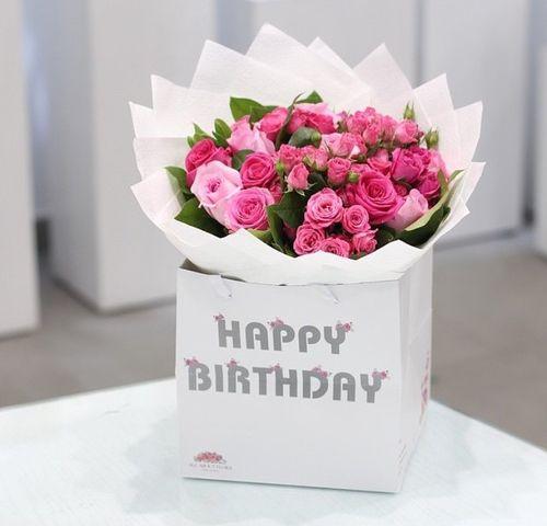 Kartinka S Tegom Birthday Flowers And Gift Kartinki Tegi