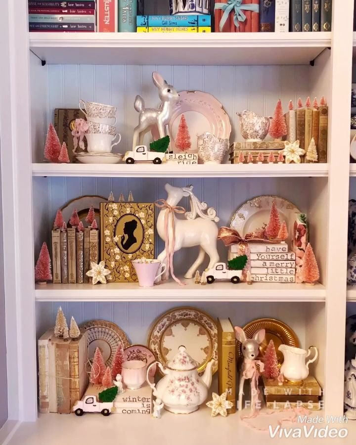 Want to create the perfect shelfie? Here's a how to! | #shelfie #bookshelf #bookshelves #books #book #shelf #bookish #christmad #christmasdecor #christmasdecorations #pink #gold #homedecor #christmasfeels