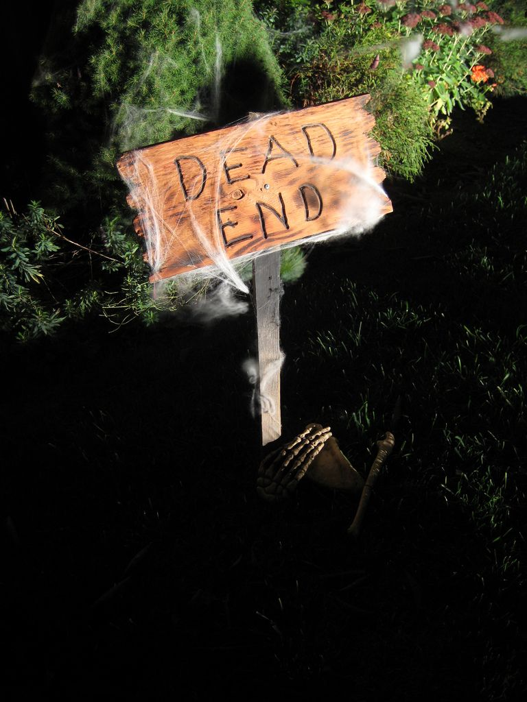 halloween diy props HOMEMADE OUTDOOR HALLOWEEN DECORATIONS - Homemade Halloween Decorations
