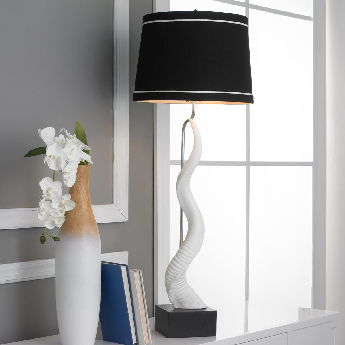 White Kudu Horn Table Lamp