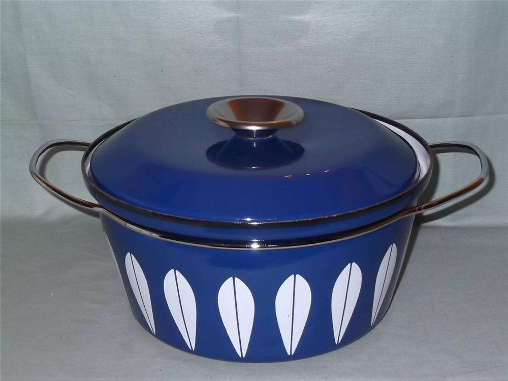 Retro Enamel Casserole Dish Cathrineholm Norway Dark Blue/White Lotus Design 6pt