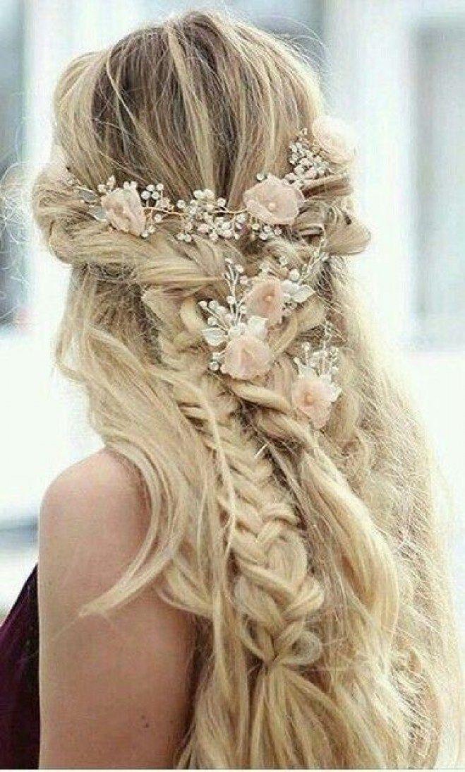 35 façons de coiffer ses cheveux avec des fleurs | coiffure
