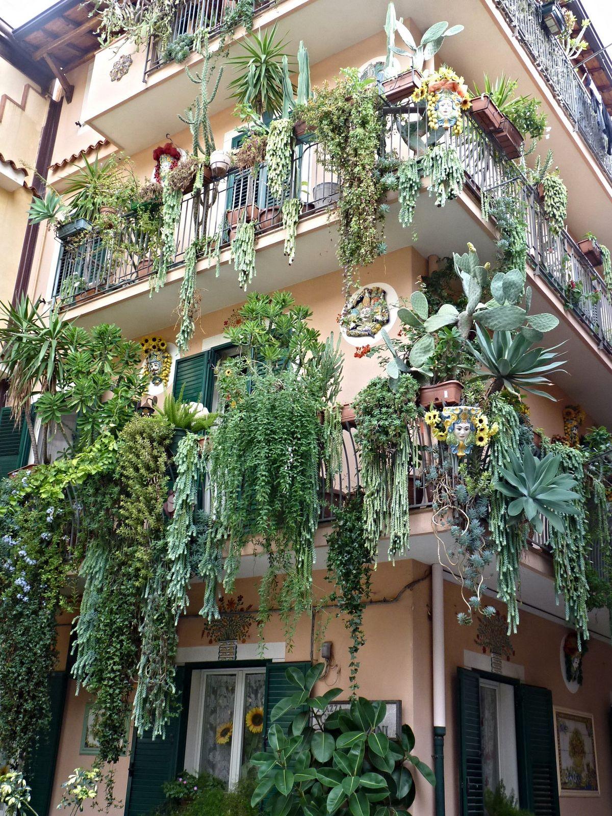 I giardini pensili di Babilonia a Mazzeo di Taormina | Balconies ...