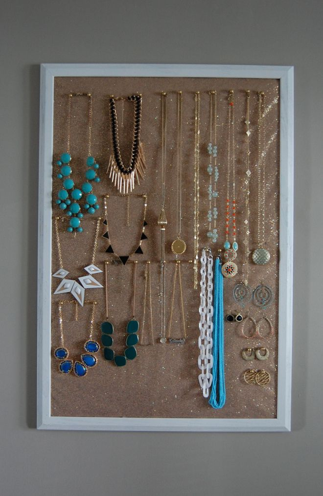 DIY jewelry holderhuge cork board sparkly tulle gold push pins