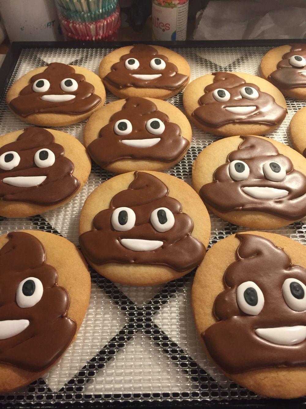 Click here to learn how to make chocolate poop emoji cake!   Emoji ...