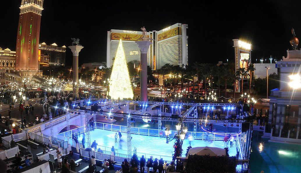 Christmas In Las Vegas Ice Rink Front Of The Venetian