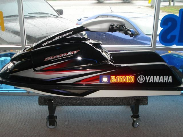 7 3 feet 2005 Yamaha SuperJet 1-Passenger Stand-up , Black, 40 hours