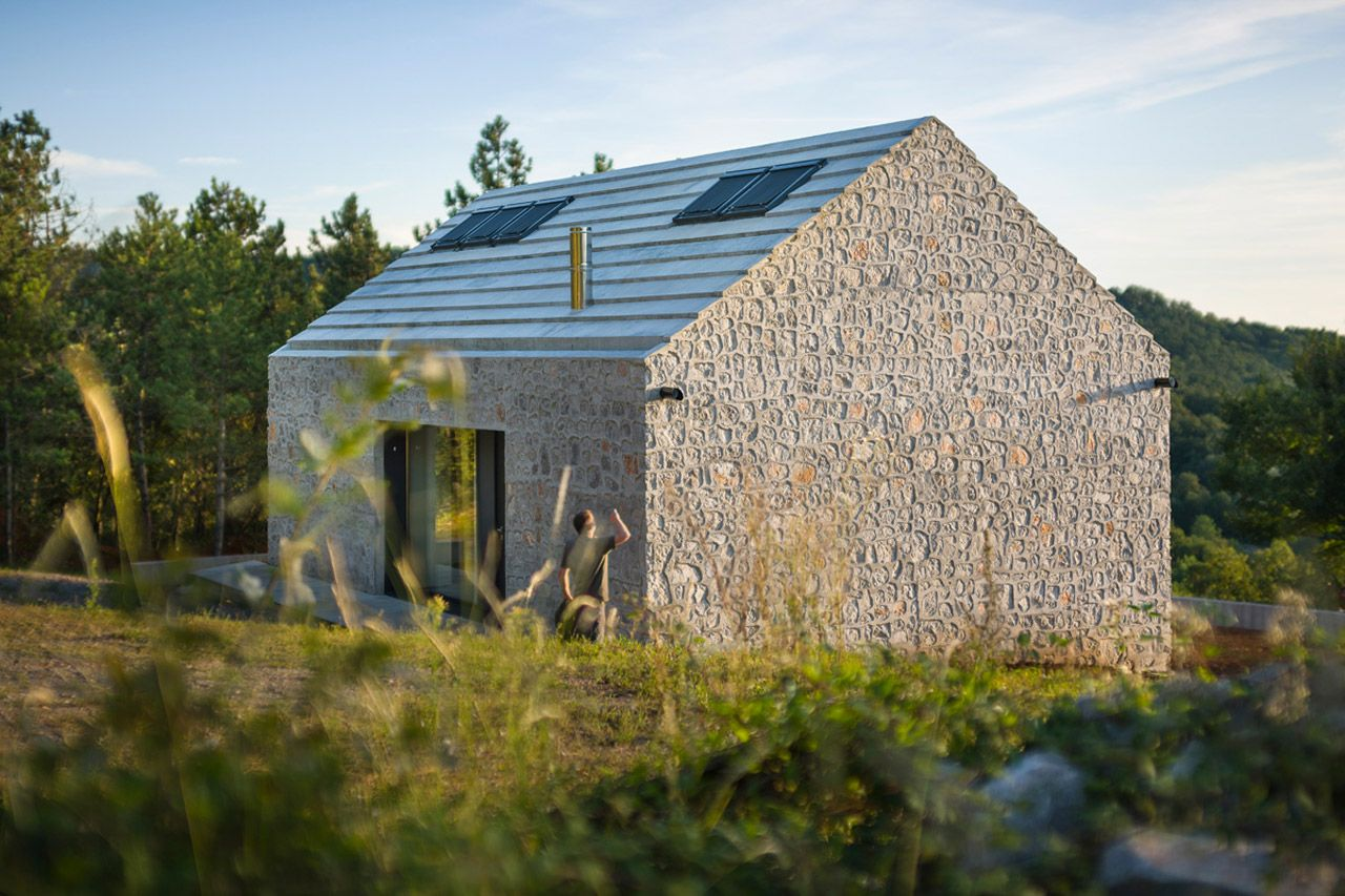 Compact Karst House; Compact Karst House, Vrhovlje, Slovenija Program: single-family house Architects: Dekleva Gregorič Arhitekti Project team: Aljoša Dekleva, Tina Gregorič, Lea Kovič, Vid Zabel