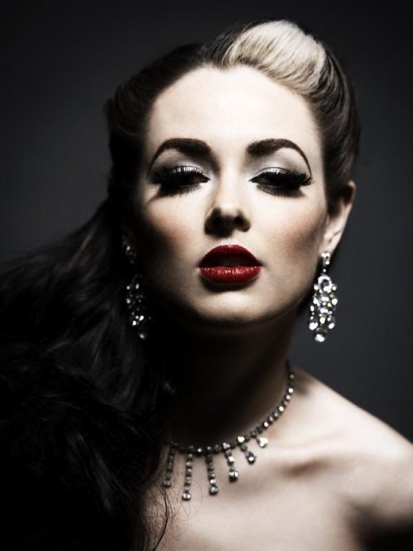 elegant glamorous gothic style