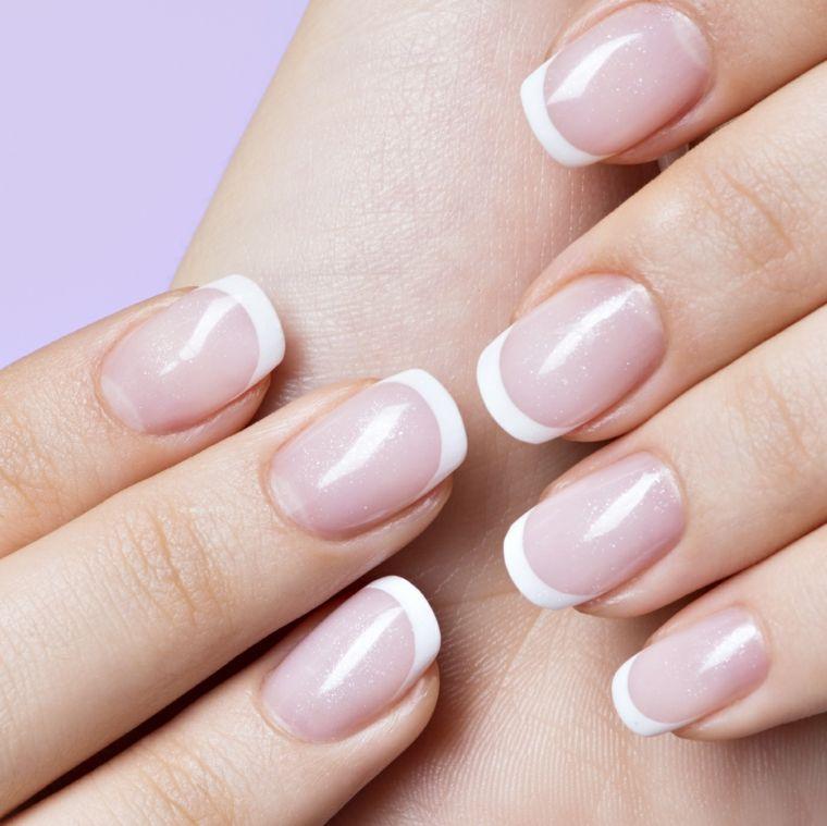 Una Manicure French Unghie Gel In Stile Tradizionale Con Lunghia