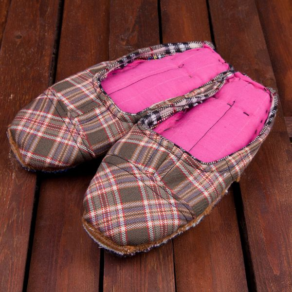 www.by-stro.com Handmade traditional slippers from Portugal made entirely with scraps of fabric. ---- Chinelos tradicionais portugueses feitos à mão com retalhos de tecidos.