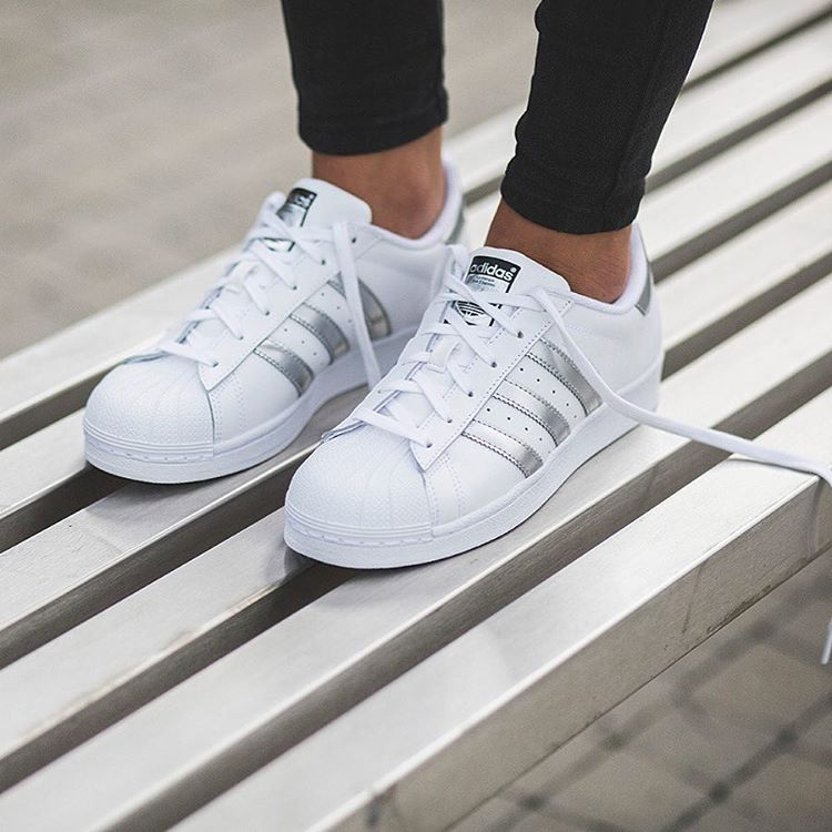 Sepatu Adidas Superstar Warna Putih List Silver Adidas Superstar