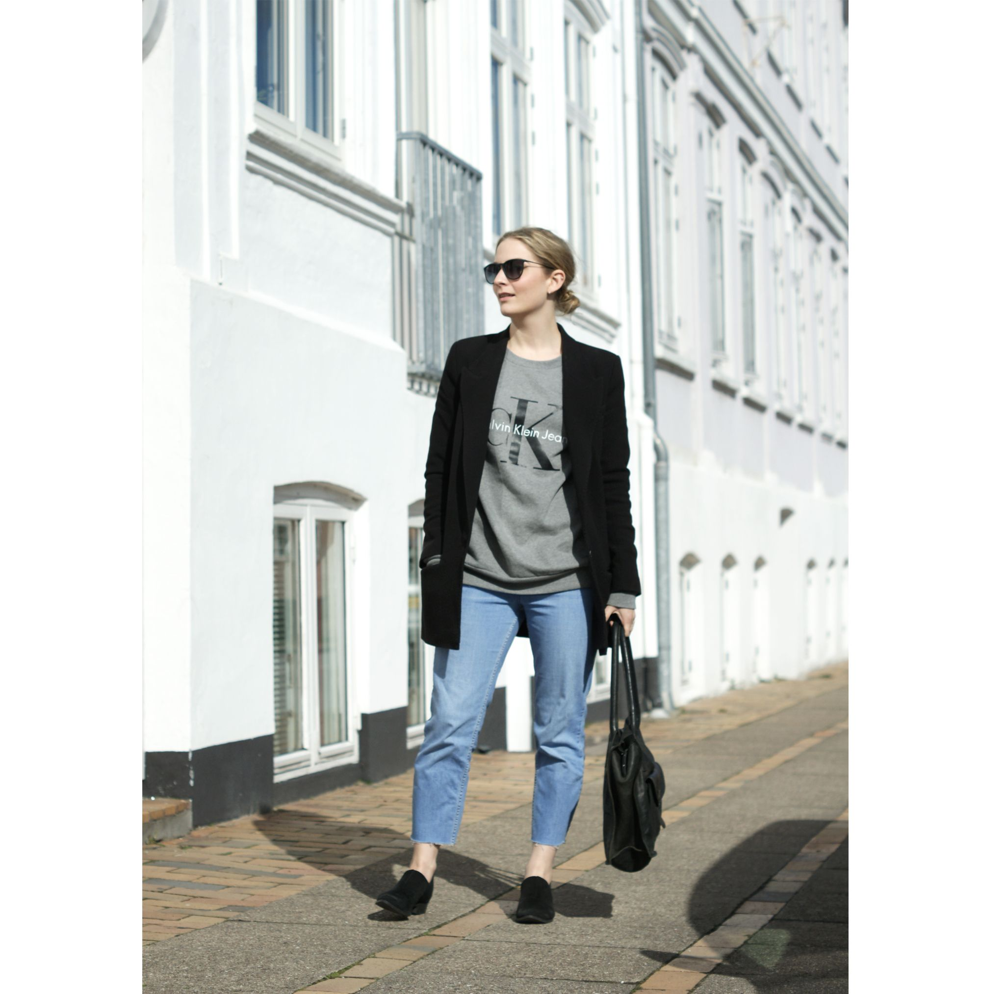 Outfit – blazer, momjeans and sweatshirt.