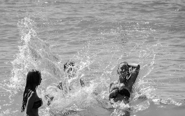 que el fin del mundo te encuentre con los cordones atados y que las olas no te agarren distraído.