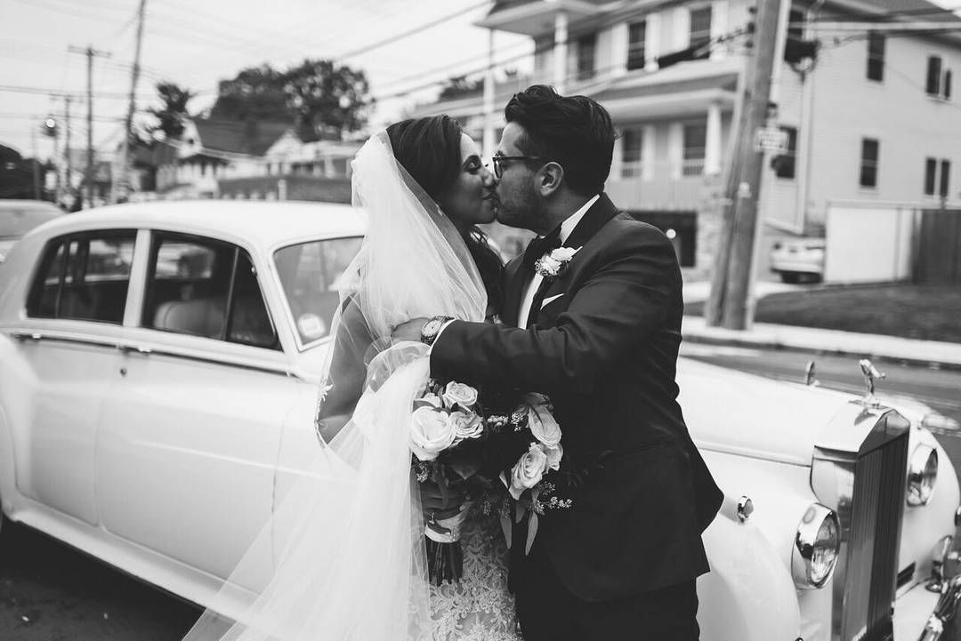 It Doesn T Get Much More Romantic Than Kisses And Classic Cars Photography Julianribinik P Nyc Wedding Photographer Nyc Wedding Nyc Wedding Photography