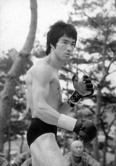 Bruce Lee wearing MMA-look alike gloves.
