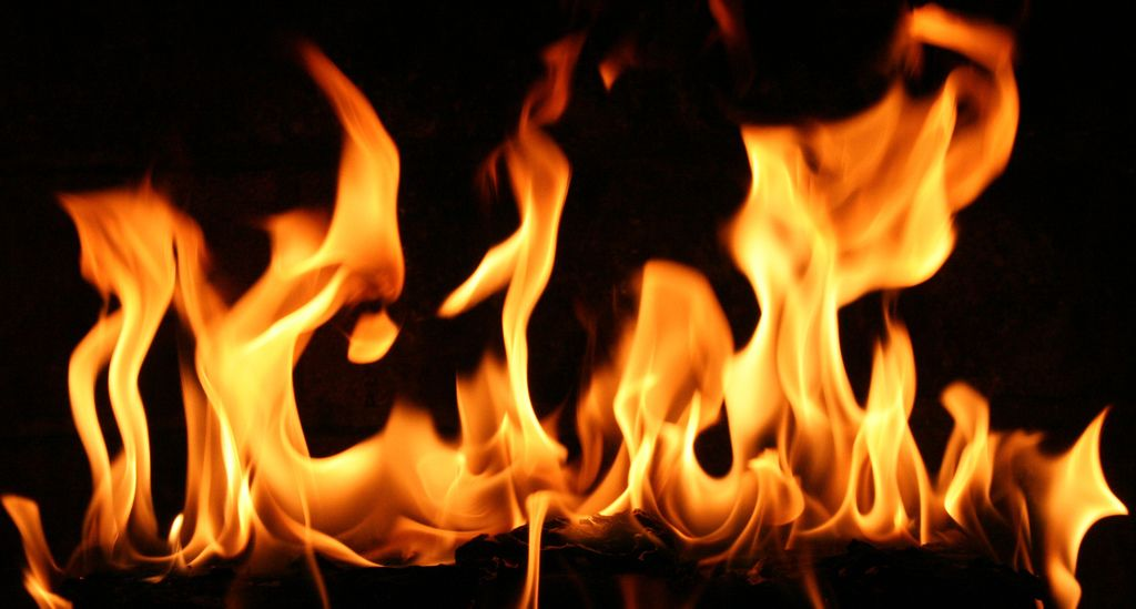 Google Image Result for http://therunningcommentary.co.za/wp-content/uploads/2009/09/fire-flames-4.jpg