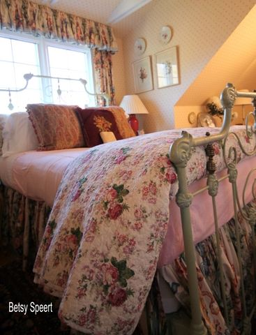 Betsy, you are the best...Betsy Speert's Blog: Dressing My Guestroom Bed