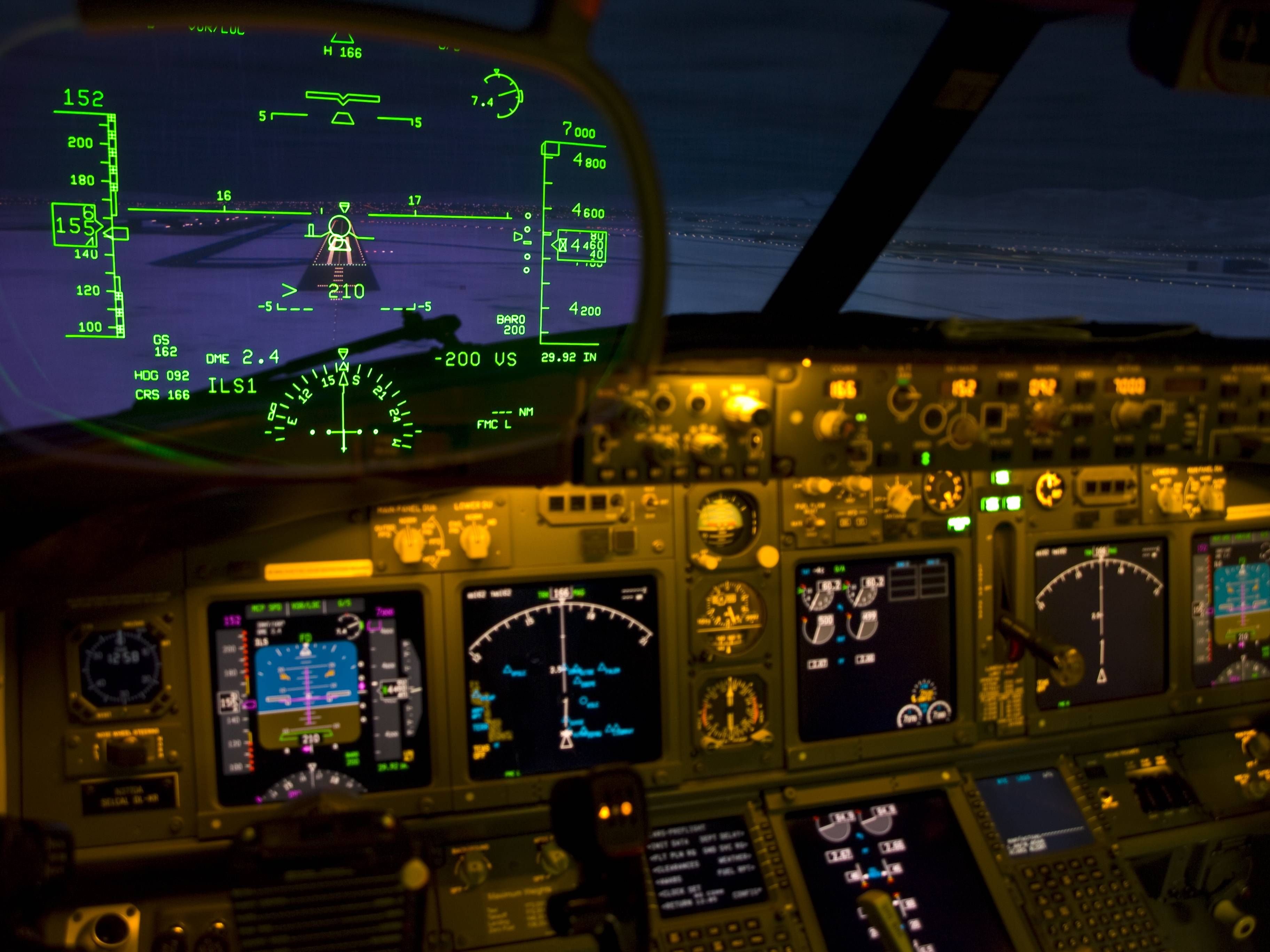 HUD on a Boeing 737-800 | Interesting    | Boeing 737