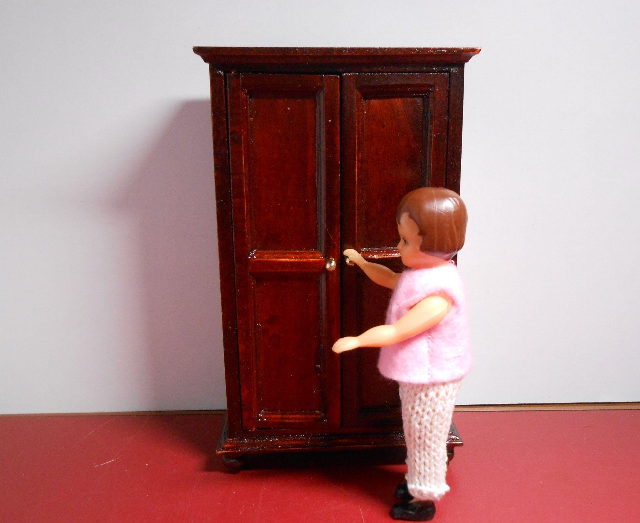 Mobili Per Bambole In Legno : Casa delle bambole in legno mobili e accessori gratis bambole