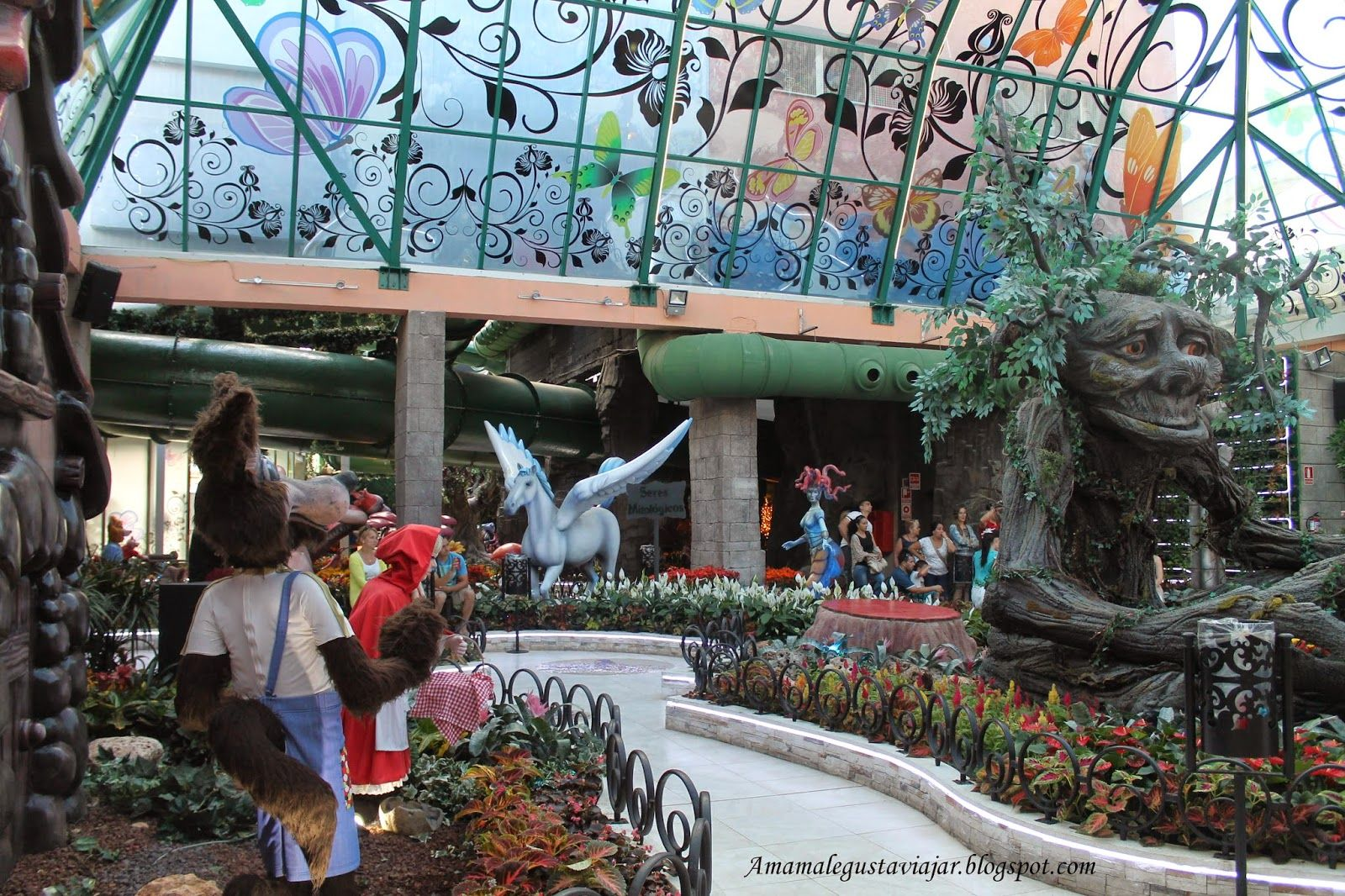 Jardín Encantado de Marina d´Or, donde los seres mitológicos cobran vida y los arboles hablan.