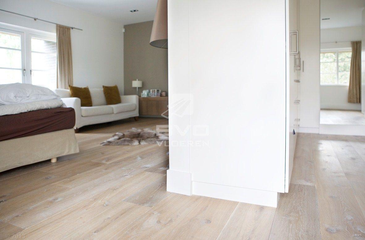 Lichtgrijze Houten Vloer : Houten vloer slaapkamer eiken planken white wash vloer rustiek
