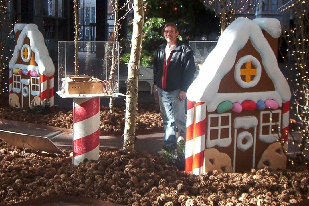 Pin By Mary Dejong On Gingerbread Decor Outdoor Candy Land Christmas Gingerbread House Props Outdoor Christmas Decorations