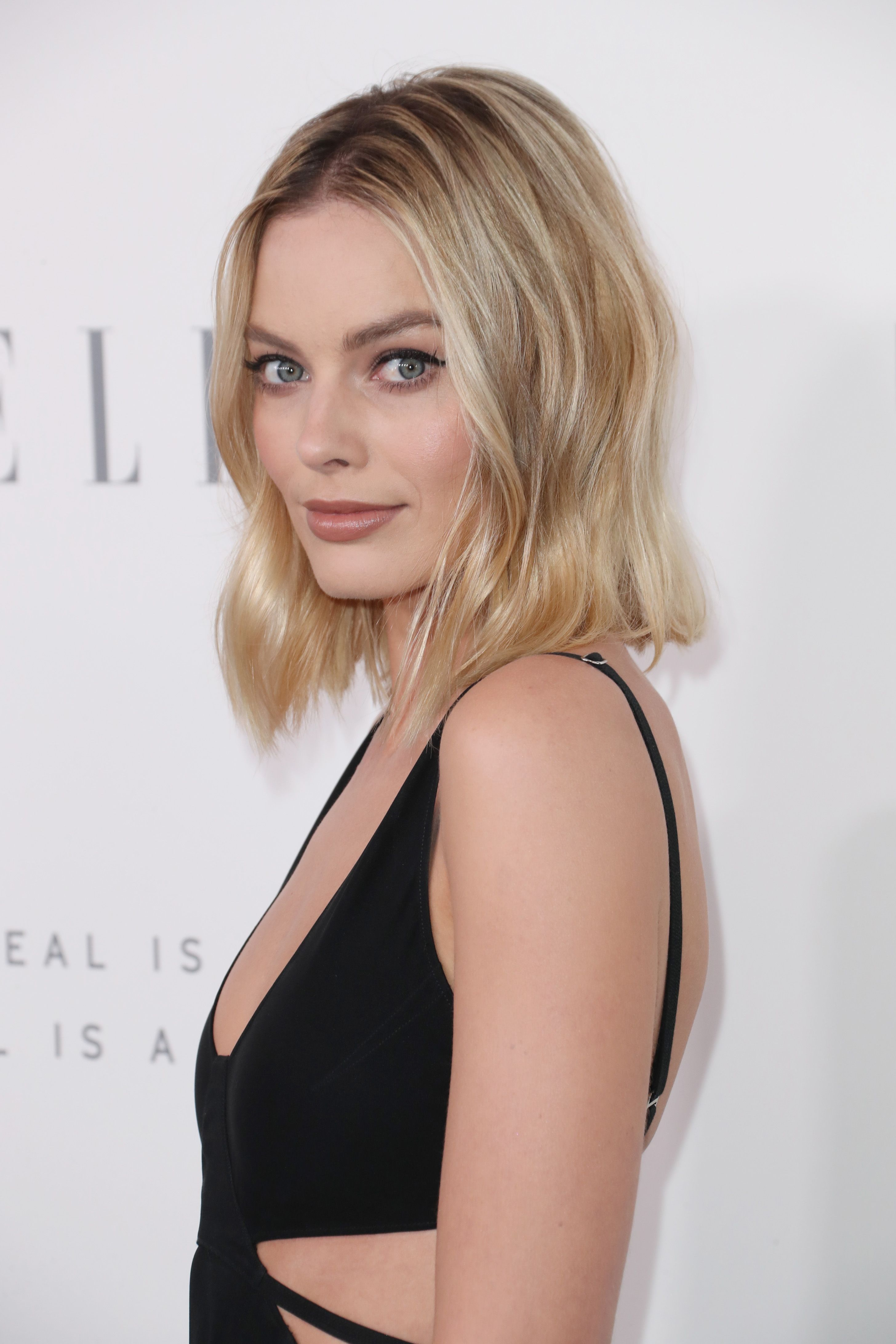 Margot Robbie Is Ready To Support Her Leading Man Margot Robbie Hair Bombshell Hair Margot Robbie Makeup