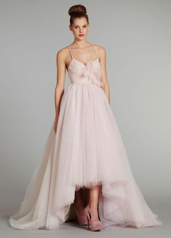 los vestidos de novia en color rosa forman parte de las tendencias